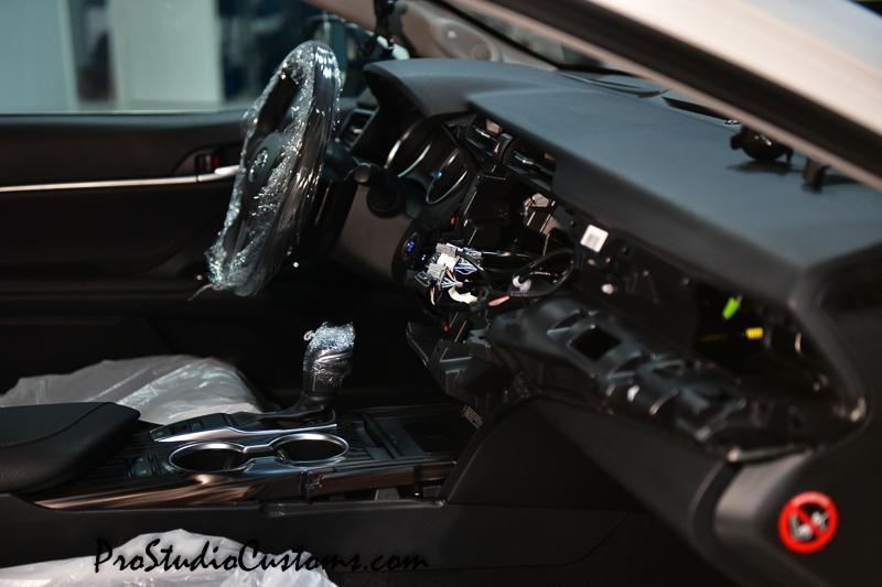 Toyota Camry установка видеоинтерфейса